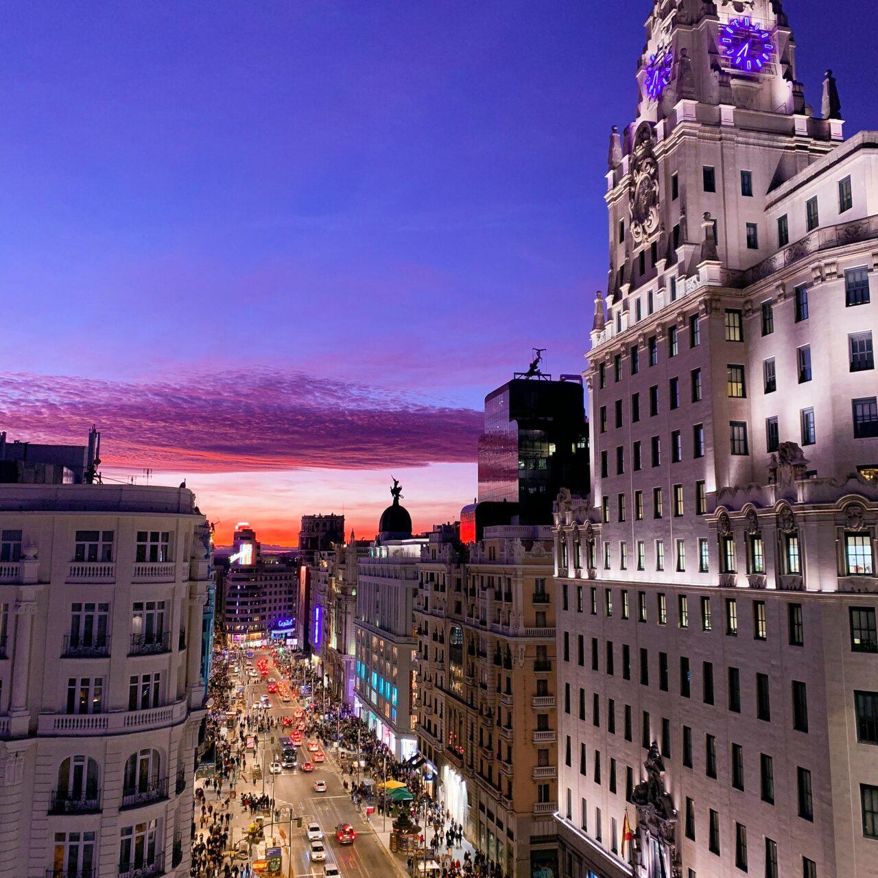 https://spanischkursspanien.de/wp-content/uploads/2020/12/alev-takil-e8k2llHEiE0-unsplash-1280x1280.jpg